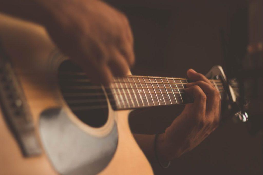 ギターの弾き方の画像