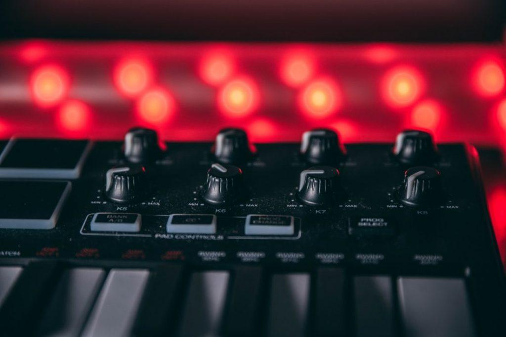 MIDIコントローラーの画像
