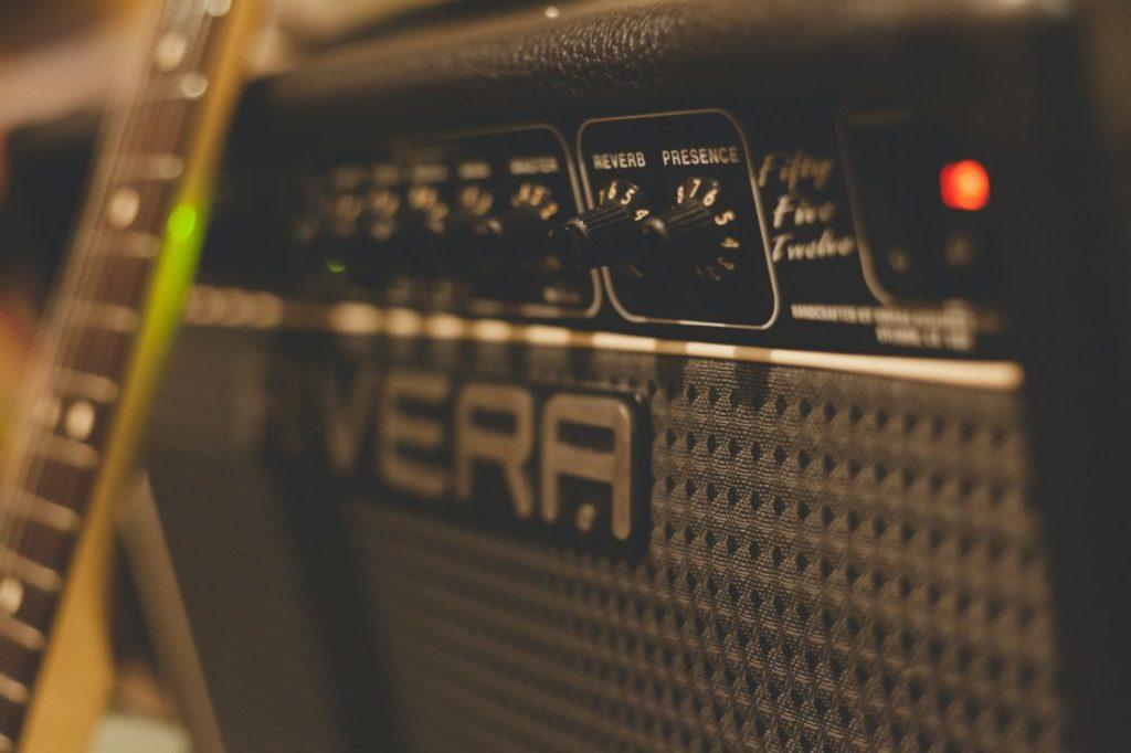 ギターアンプノイズ