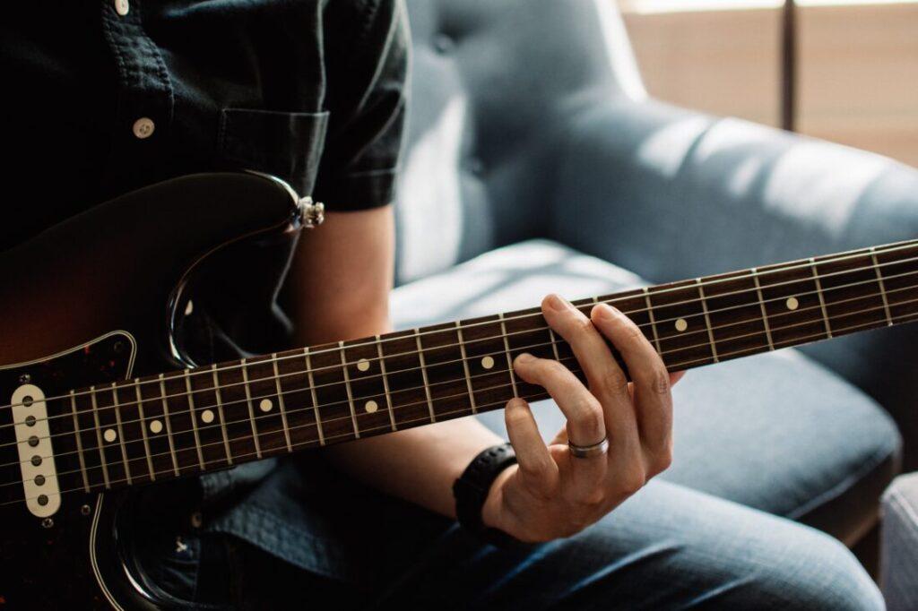 ギターソロに役立つ音作りコツ