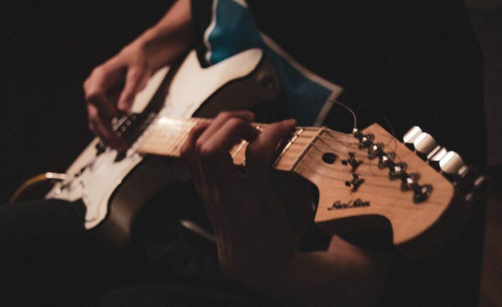 速弾きが上手くなるギターフレーズ